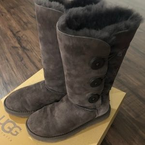 [SOLD] UGG Bailey Button Triplet Boot - Chocolate